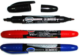 Double marker set showing nibs MG-2110